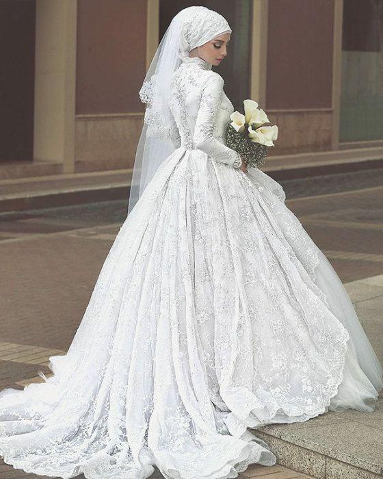 Подол свадебного хиджаба дополняет образ невесты.
