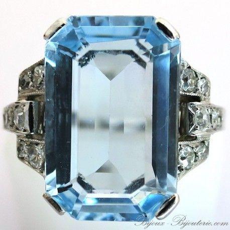 Bijoux 1920-1930 - Bague art déco monture platine aigue-marine épaulée de diamants 1479