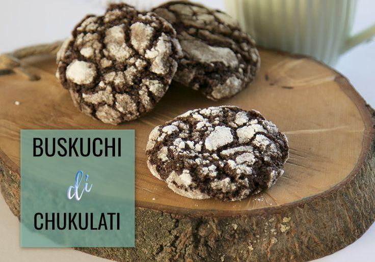 Deze chocoladekoekjes maak je héél makkelijk en snel... en met heel veel tegelijk! Ze zijn heerlijk voor bij de thee. Ze zijn klein, dus eentje extra mag!