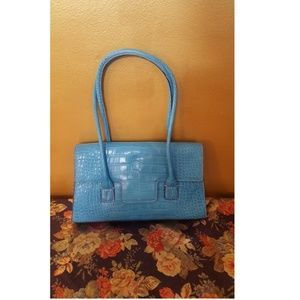 Check out this lovely Baby Blue Tommy Hilfiger Purse👜👝 This item may have been worn but it is in excellent condition! Inner Lining Excellent. Bottom, Excellent. 💯💯 Has no visible signs of wear.  Ships in one day! 📦📫 imanipublishers@yahoo.com facebook.com/fashionshowroomCT  #ctfashionweek #fashionshowroomct #imanimagazine  #boutique‬ ‪ ‎#NewHaven‬ ‪ ‎#designers‬ ‪ ‎#fashion#designers‬‪ ‎#consignment‬