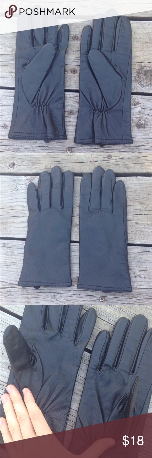 Thinsulate Black Leather Gloves Ladies Black Leather Thinsulate gloves. The Shell is 100% Leather with a 100% polyester lining. The interling is olfen and poly. Size large. Thinsulate Accessories Gloves & Mittens