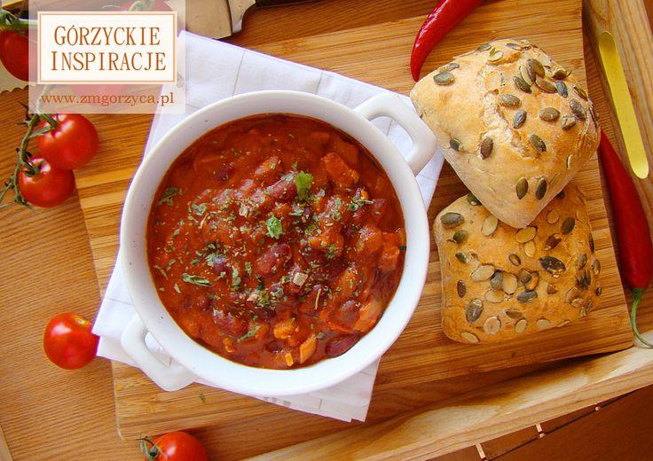 Śniadanie trochę w angielskim stylu. Idealne przed wyprawą w góry, wycieczką rowerową lub w chłodne jesienno-zimowe poranki http://zmgorzyca.pl/index.php/pl/kulinarny/sniadanie/308-duszona-fasolka-4