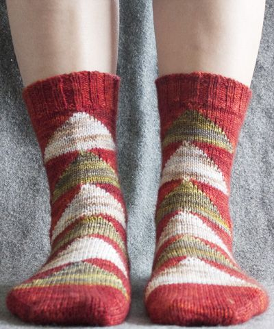 Flying geese socks for all your quilting friends...from Knitty!