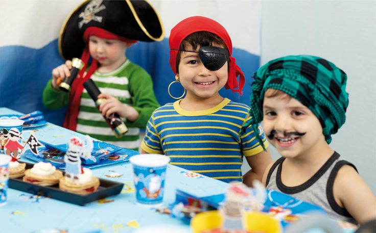 Little pirates ashore! The Captain Jack collection includes table covering, tableware and of course napkins.