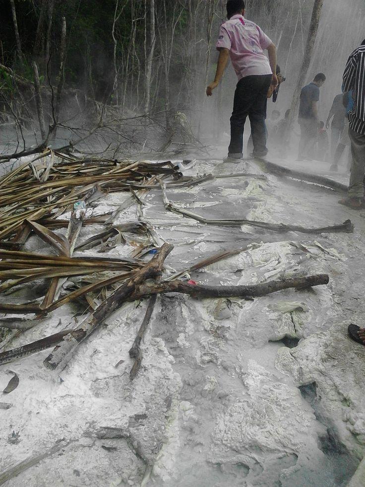 Foto Sumber Air Panas di Puncak Kawah Putih Tinggi Raja Sumatera Utara