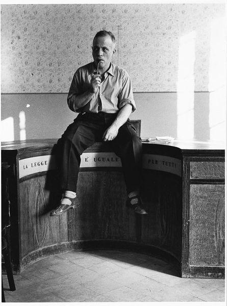 Ernesto de Martino nell'aula della Pretura