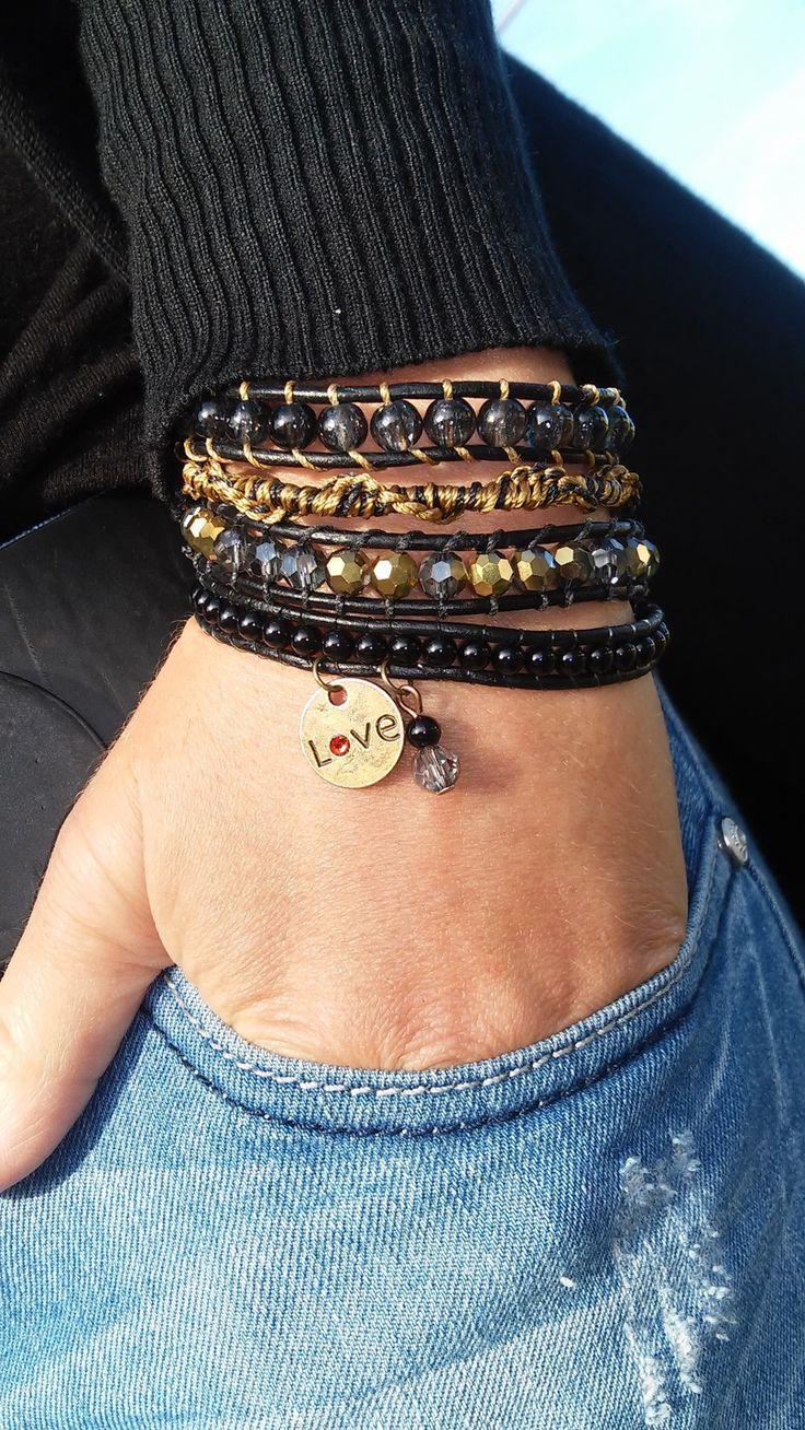 Bracelet wrap 4 rangs noir et or, manchette, perles semi précieuses, liens de cuir, perles à facettes en cristal de bohème, : Bracelet par s-craft