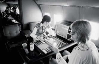 The game of Rock n Rollers.  RollingStones bassist Bill Wyman playing backgammon  online backgammon > on.fb.me/1869cF3