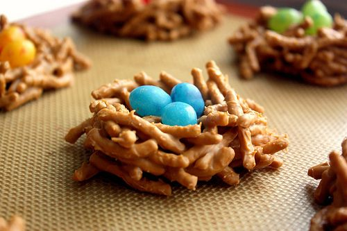 Easter nestsNests Cookies, Easter Parties, Ideas, Recipe, Birds Nests, Candies, Chow Mein, Jelly Beans, Easter Treats