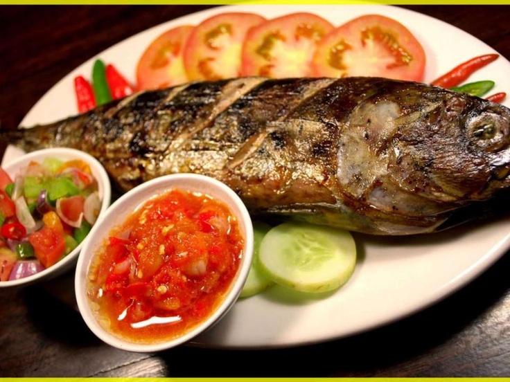 Cakalang adalah ikan yang banyak hidup di perairan Indonesia Timur. Ikan ini menjadi makanan khas Manado karena bisa dikreasikan menjadi banyak masakan dan rasanya memang lezat. Selain diawetkan untuk dijadikan Cakalang Fufu, ikan cakalang juga bisa dibakar untuk dijadikan Cakalang Bakar Rica yang pedas.