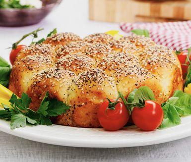 Detta härliga brytbröd är enkelt att baka och tar cirka en timme. Passar utmärkt till en italiensk ostkväll med tillbehör som parmesan och rödvin eller till en rykande varm soppa.