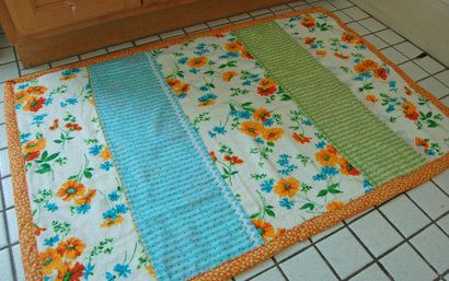 pretty homemade bath matsHand Embroidery, Diy Bath, Sewing, Homemade Bath, Hands Embroidery, Bathroom Rugs, Kitchens Rugs, Bath Mats, Homemade Rugs