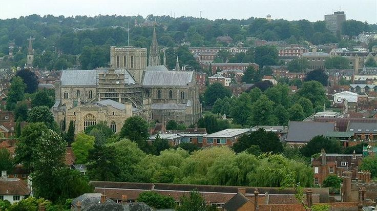 Winchester county town of Hampshire in South East England.>>>ew330