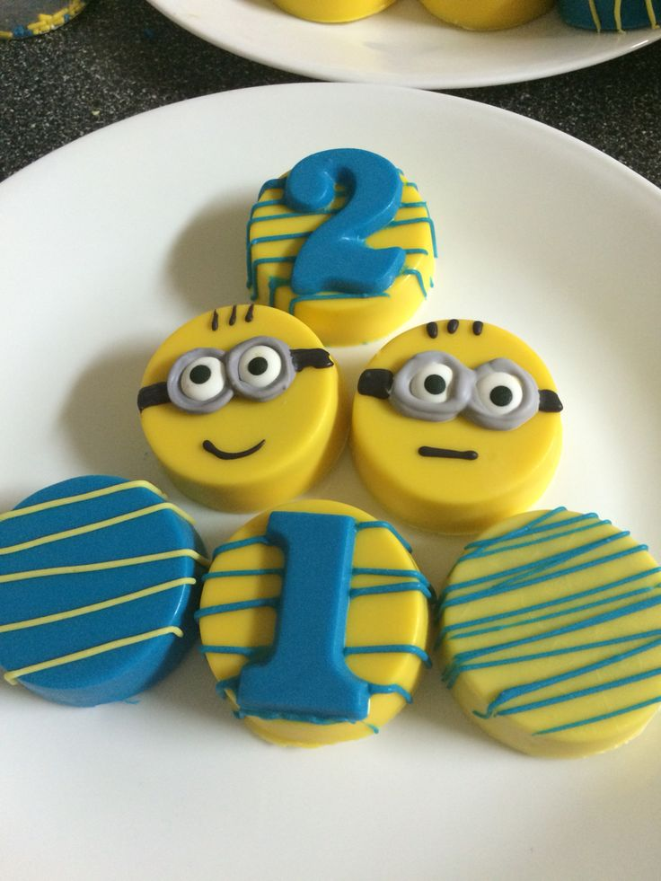 17 Best Ideas About Minion Cupcakes On Pinterest