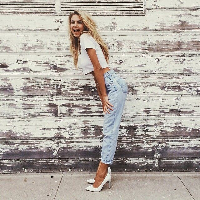 High-waisted boyfriend jeans :) The white T and the light jeans work very well