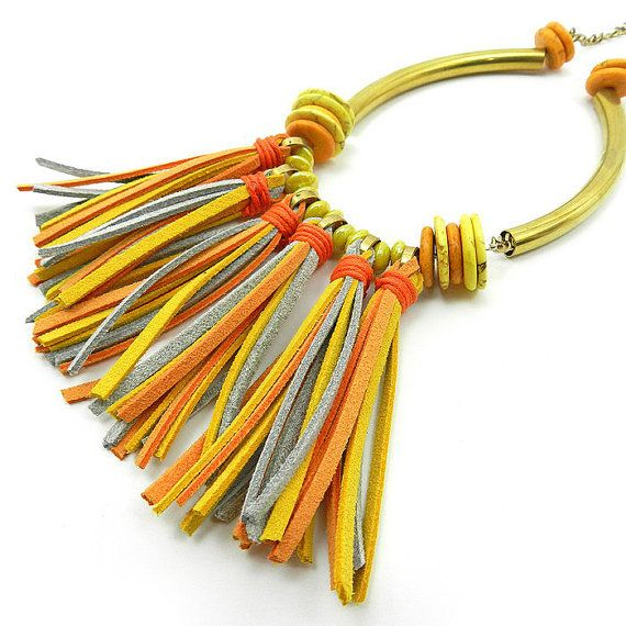 Collar de flecos de piel - borla collar - collar babero colorido - amarillo anaranjado - collar de flecos tribal - collar brillante del verano