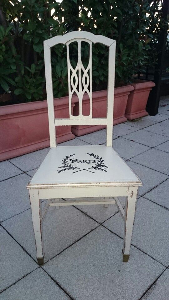 Sedia in rovere dipinta con pittura acrilica