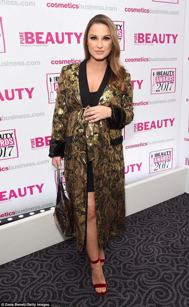 Pregnant Sam Faiers joins sister Billie at Beauty Awards | Daily Mail Online