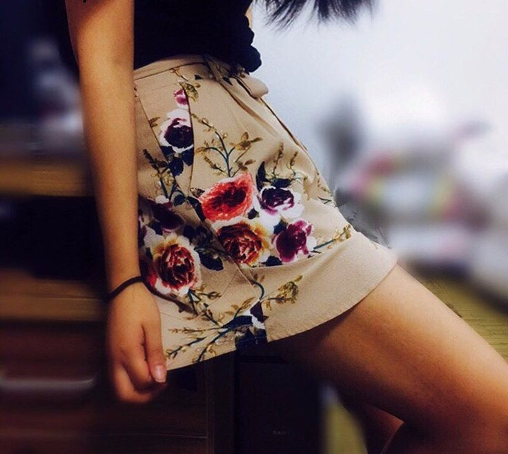 """We're absolutely obsessed with the new 🌹 """"Destiny's Floral"""" Shorts 🌹$45>>$27 AUD ($20 US approx) ☑️ + free tracked faster postage on these shorts ✨  #SataraPants  Sizes: small-xlarge ☑️"""