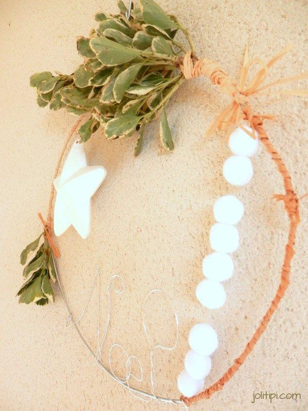 D coration de porte diy comment fabriquer une couronne de no l sur cintre diy by joli tipi - Comment faire une couronne de noel ...
