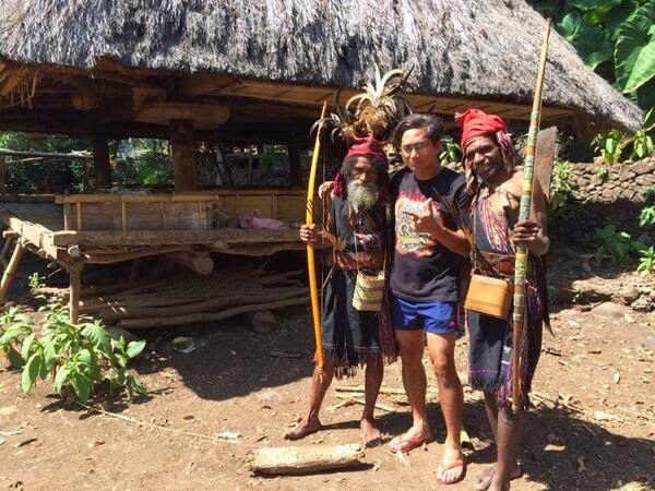 Lokasi Shooting Garuda 19 Movie: Sutradara bersama Suku Abui di Desa Takpala, Alor, Nusa Tenggara Timur, Indonesia