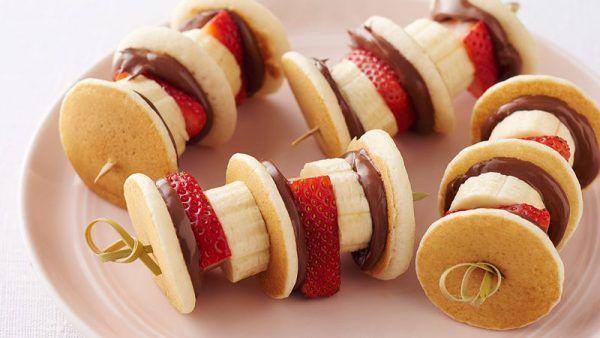 تزیین میوه با سیخ چوبی برای تولد تزیین خیار برای جشن تولد تزیین بلوبری با سیخ چوبی Mini Pancakes Nutella Kabob Recipes