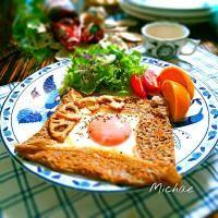 SnapDishに投稿されたくららさんの料理「そば粉のガレット ベーコン ほうれん草 しめじ チーズ (ID:nLjzaa)」です。「思い立って久 にガレット んまっ」チーズ しめじ ほうれん草
