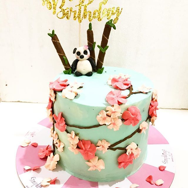 【simplejoysbakeryandcafe】さんのInstagramをピンしています。 《Panda barrel cake for a birthday girl, thanks for ordering #chocolatecake #chocolateganachefilling #buttercreamfrosting #buttercreamflowers #pandafondant #cherryblossoms #barrelcakes #simplejoys #simplejoyscdo #simplejoysbakeryandcafe》