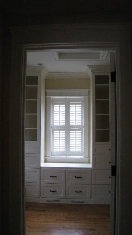 Drawers & bench under window to maximize space. Great built-ins