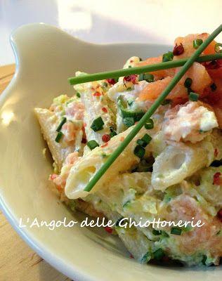 Insalata di pasta con yogurt greco, zucchine e trancetti di salmone fumé, marinato con pepe rosa, zeste di limone ed erba cipollina - http://www.ricercadiricette.it/r/insalata-di-pasta-con-yogurt-greco--zucchine-e-trancetti-di-salmone-fum%C3%A9--marinato-con-pepe-rosa--zeste-di-limone-ed-erba-cipollina-1873238.html