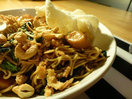 recept voor spinazie wokken met kip noodles en een lekker woksausje (teriyaki met honing) Heel makkelijk recept voor 1 persoon. Binnen 15 minuten aan tafel.