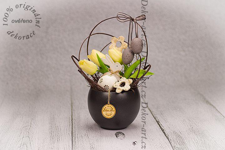 #Originální #jarní #dekorace s vajíčky a tulipány.