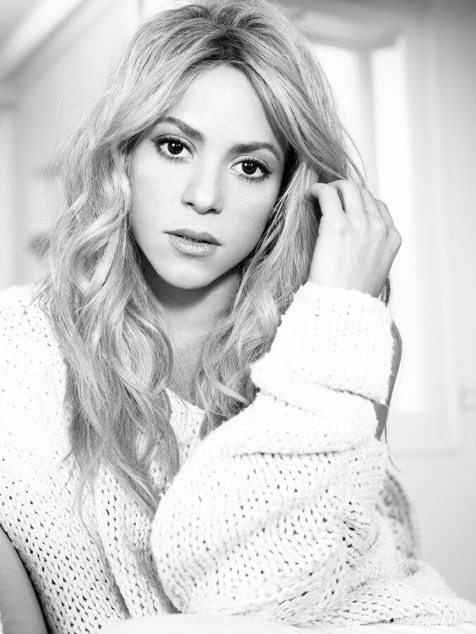 Nova imagem promocional do álbum Shakira.  New promotional picture from the album Shakira. #shakirabrasil #shakira