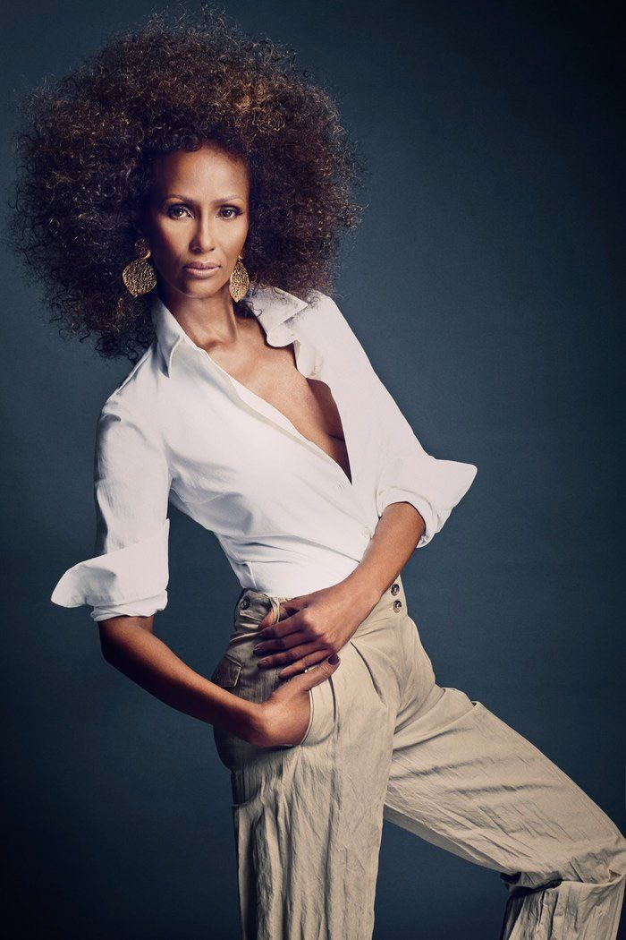 Iman Steals the Scene–Living legend Iman covers the March issue of SCENE Magazine wearing a seventies glam afro and gold top. Inside the fashion publication, the Somalian model poses for Douglas Friedman of Bernstein & Andriulli in standout spring looks styled superbly.