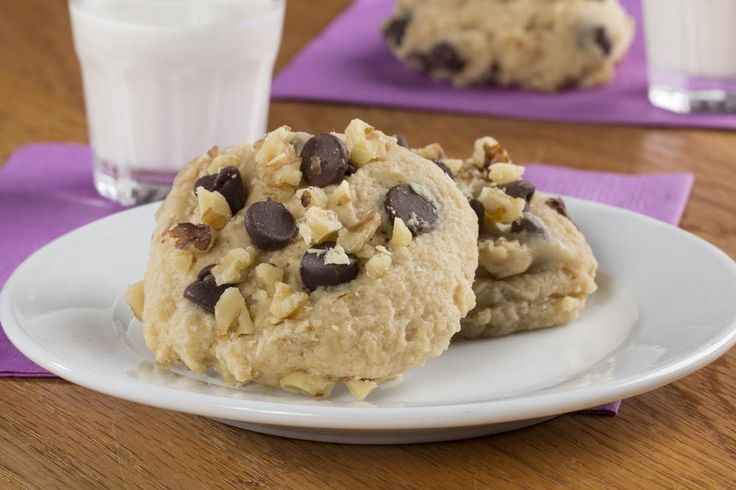 Are the chocolate chip cookie cravings setting in? Instead of rushing out to the bakery and buying a dozen, you can make your own in just under 2 minutes with our recipe for Magic Microwave Cookies!