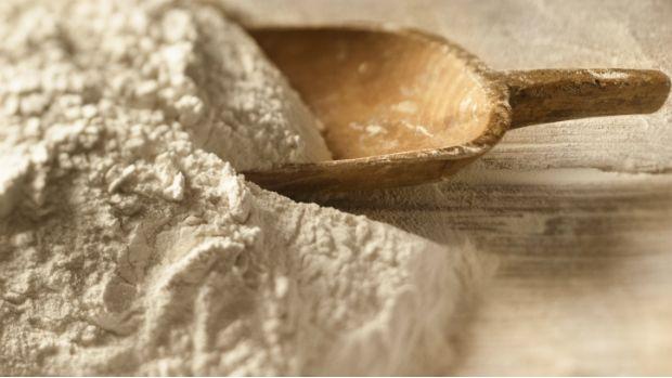 Odborníci na zdravou výživu vytýkají bílé pšeničné mouce vysoký obsah lepku a snaží se lidi vést ke konzumaci tmavého pečiva. Jenže kdo doma zkoušel přidávat do těsta zdravější mouku, ví, že to není jen tak.