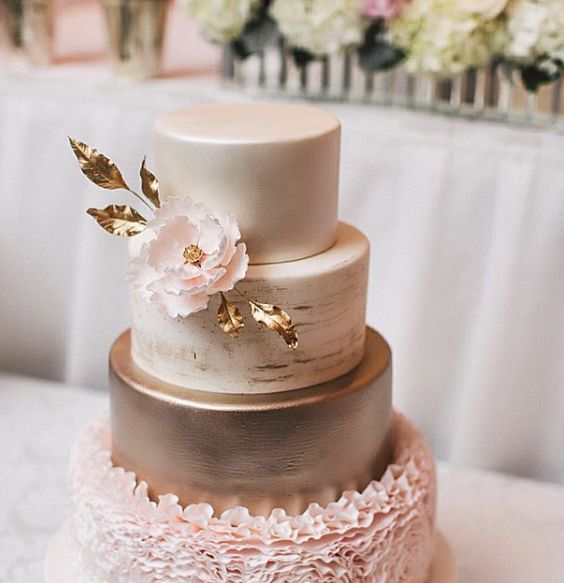 Wedding cake idea; Featured Photographer: Purple Tree Photography