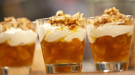 Aprikosen Apfel Kompott mit Sahnejoghurt und Walnüssen von Tim Mälzer