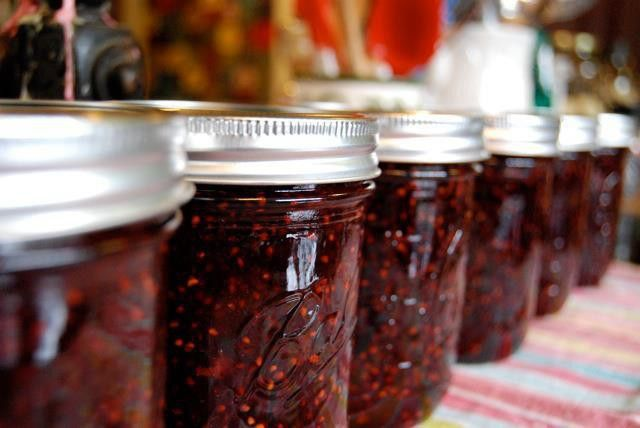 Delicious home-made jam: a cheap and creative Christmas gift.