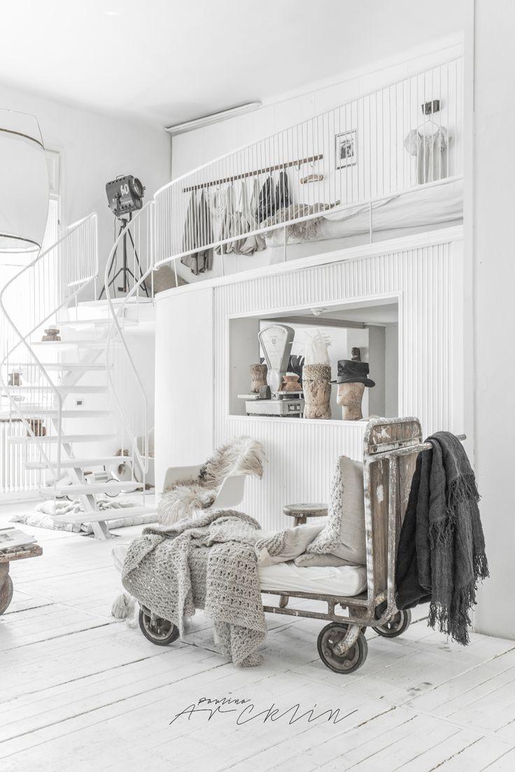 Fundal alb, accente gri și stil boem într-un loft din Milano Jurnal de design…