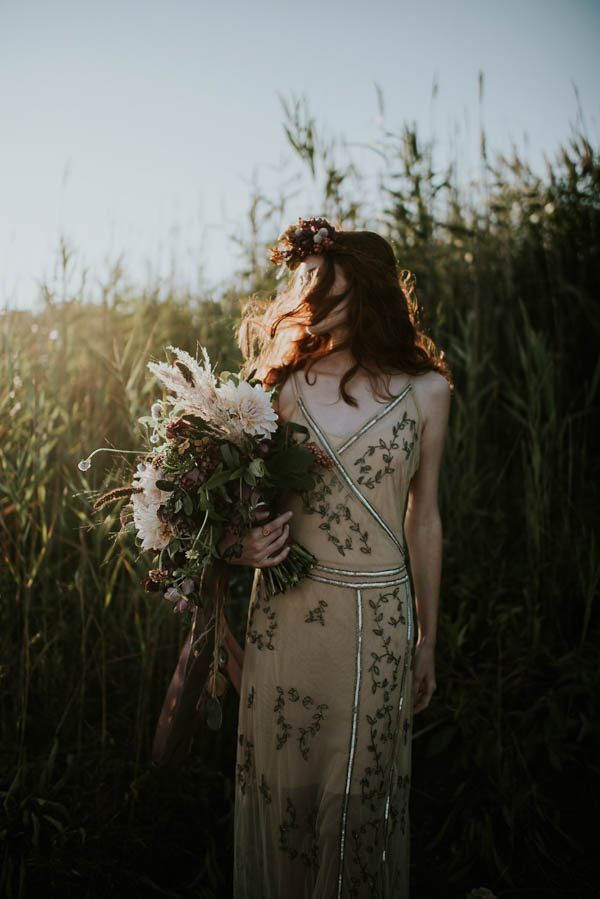 this-beachy-bridal-inspiration-has-a-moody-romantic-twist-allison-markova-photography-4