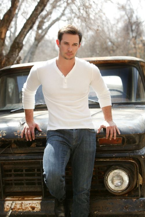 Ryan Merriman.  Had a huge crush on him when I was little!  Haha