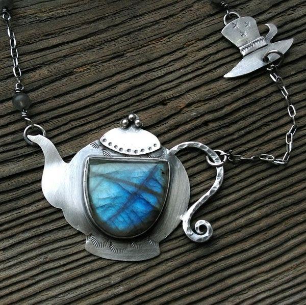 Alice in Wonderland - pendant.