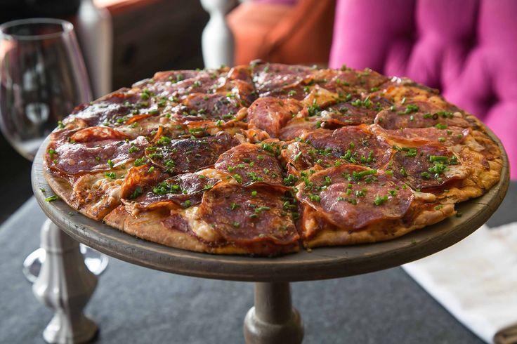 Prueba esta deliciosa #Pizza Degli Angeli, (Ingredientes: pomodoro, queso de hebra, salami y cebollino) del #Restaurante Bel Cielo.  Click en la imagen para más info.