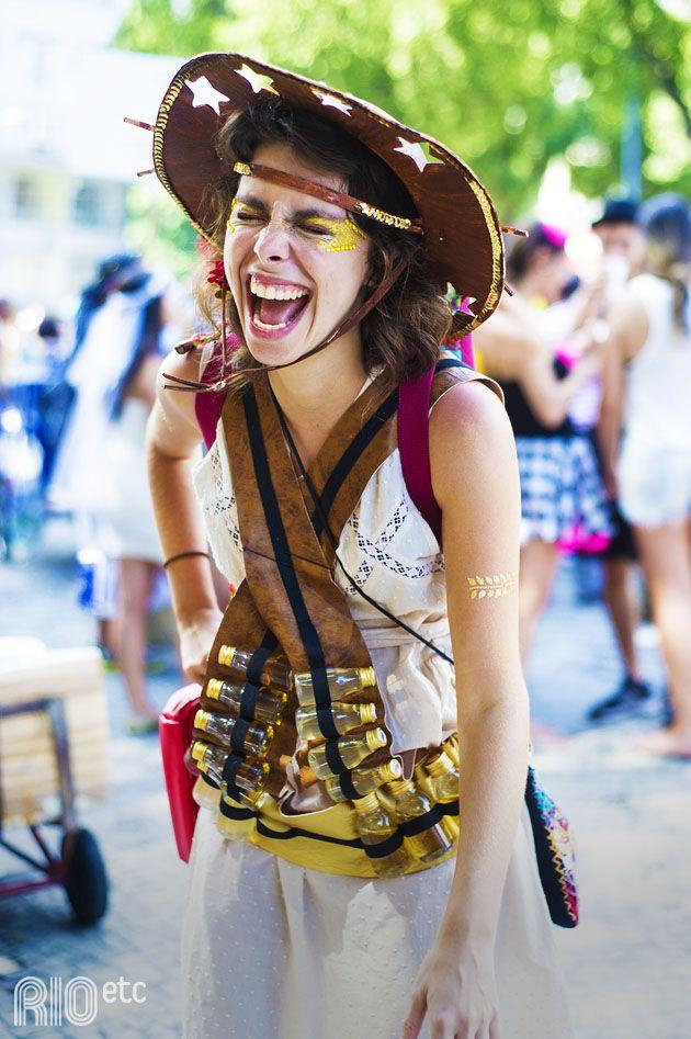 Luisa Mizarela armada para o carnaval: pra ela, só não pode faltar a danada da cachaça