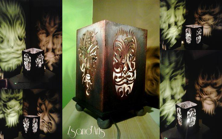 Törzsi maszkok. Éjjeli fényvarázslat. Egyedi fa éjjelilámpa