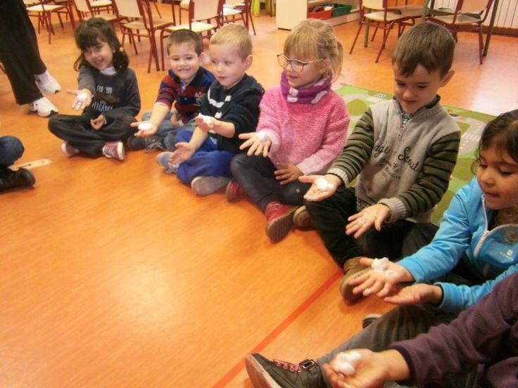 LA CLASE DE MIREN: mis experiencias en el aula: PINTAMOS CON ESPUMA DE AFEITAR Y PINTURA
