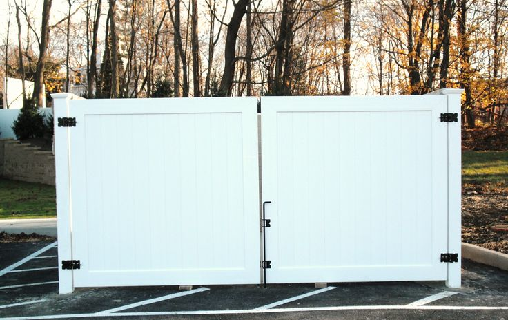Great Install Of An Illusions Vinyl Fence Dumpster