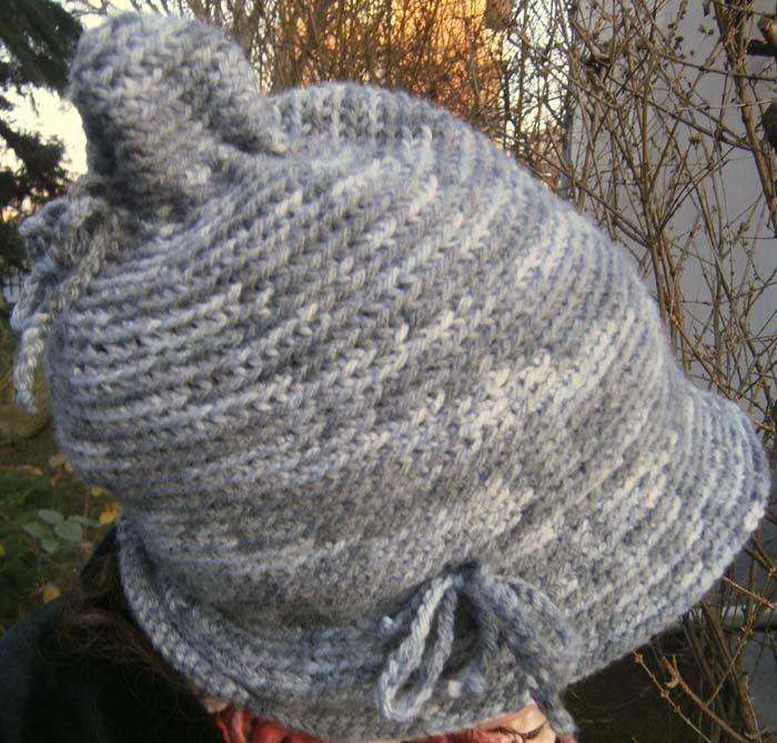 Cappello grigio da elfo. Ecco come farlo: http://www.meryweb.com/cappellino-da-elfo-grigio/