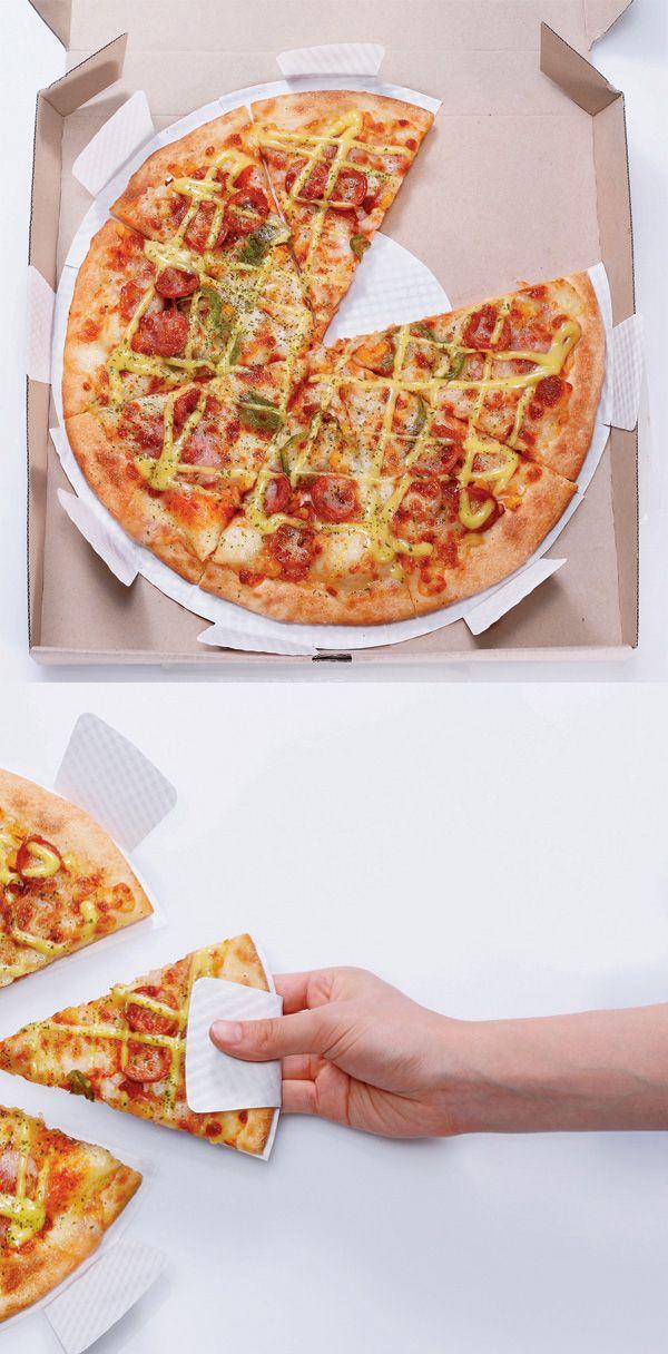 Thématique : vie quotidienne  Une solution pour ne plus se brûler ou avoir de la pizza pleins les doigts? Et hop voilà la solution! Et oui c'est une innovation, même si la serviette existe déjà ;)